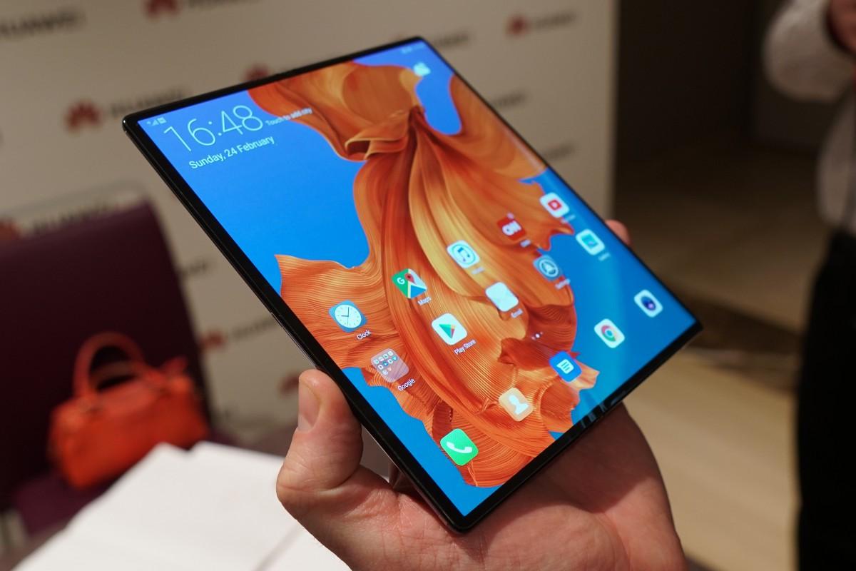 Huawei Katlanabilir Telefon Serisinden Mate X2 'nin Görüntülerini Paylaştı