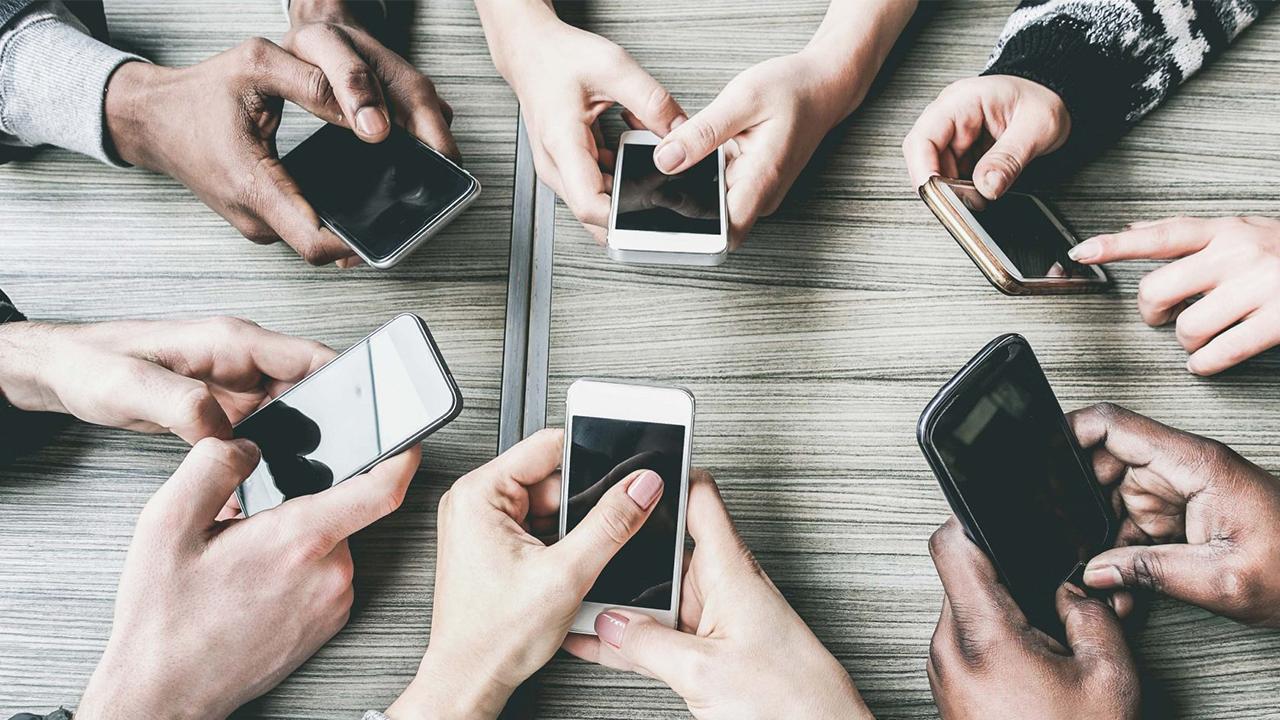 Telefon Bağımlılığı Artarken Yaş Ortalaması Düşüyor